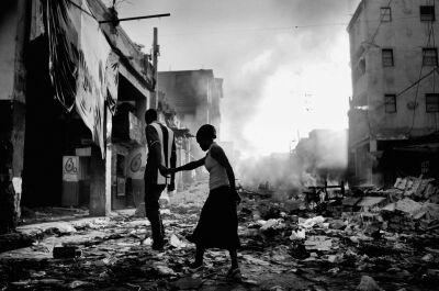 Signeret UNIKA foto, - Haiti Armageddon, 2010