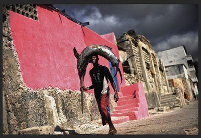 """Signeret UNIKA foto, """"Streets of Mogadishu""""."""